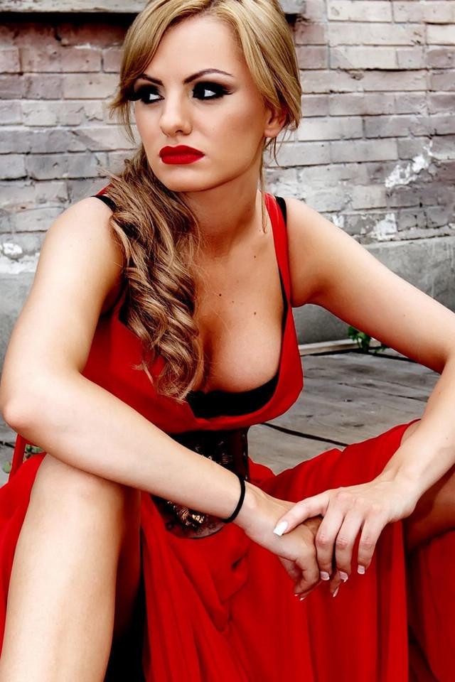 Alexandra Daddario Net Worth, Bio, Age, Height